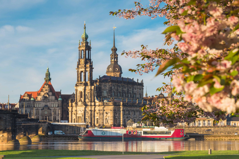 Hofkirche Dresden im Frühling