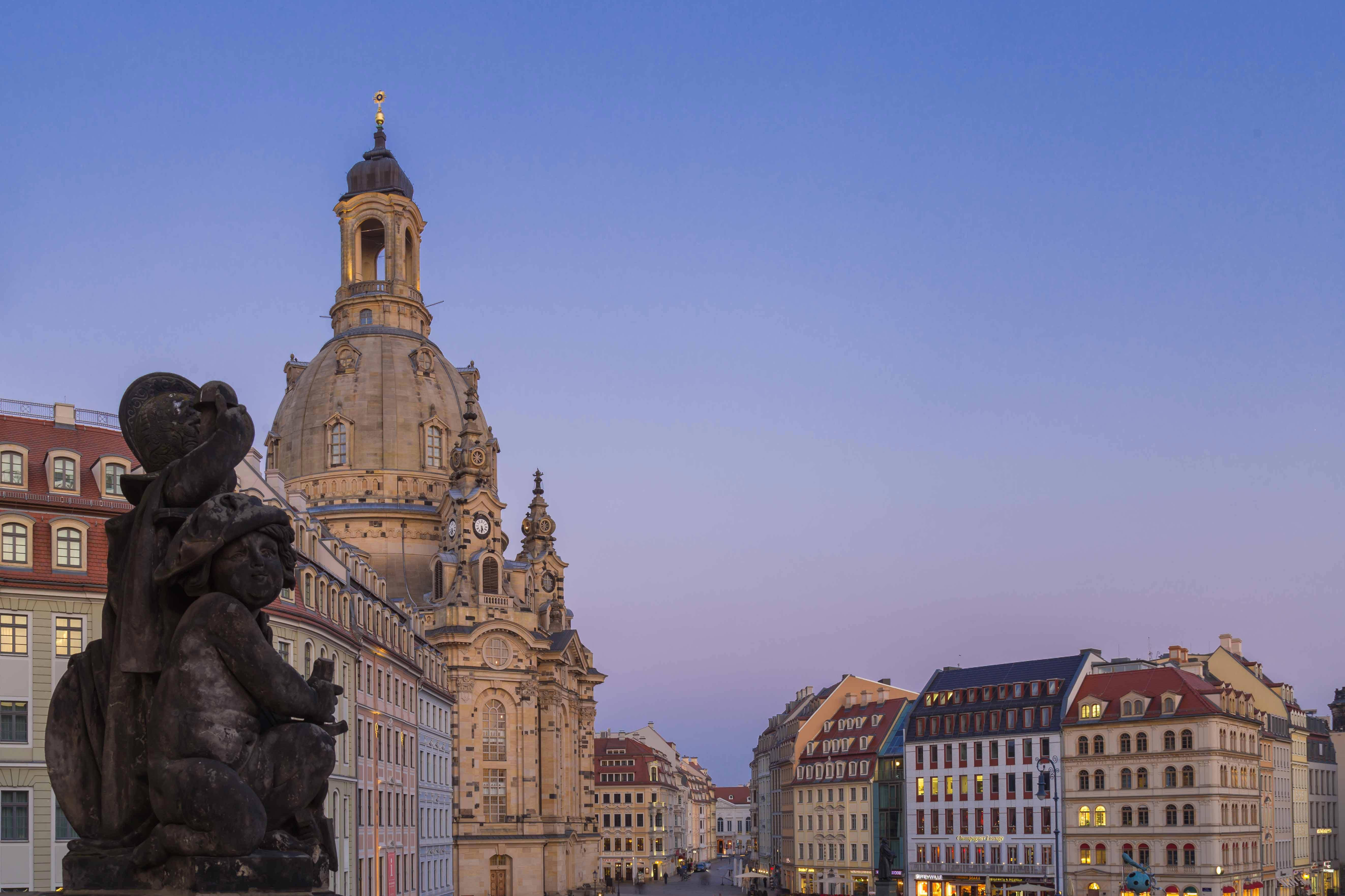 Sandsteinfigur- Verkehrsmuseum Dresden