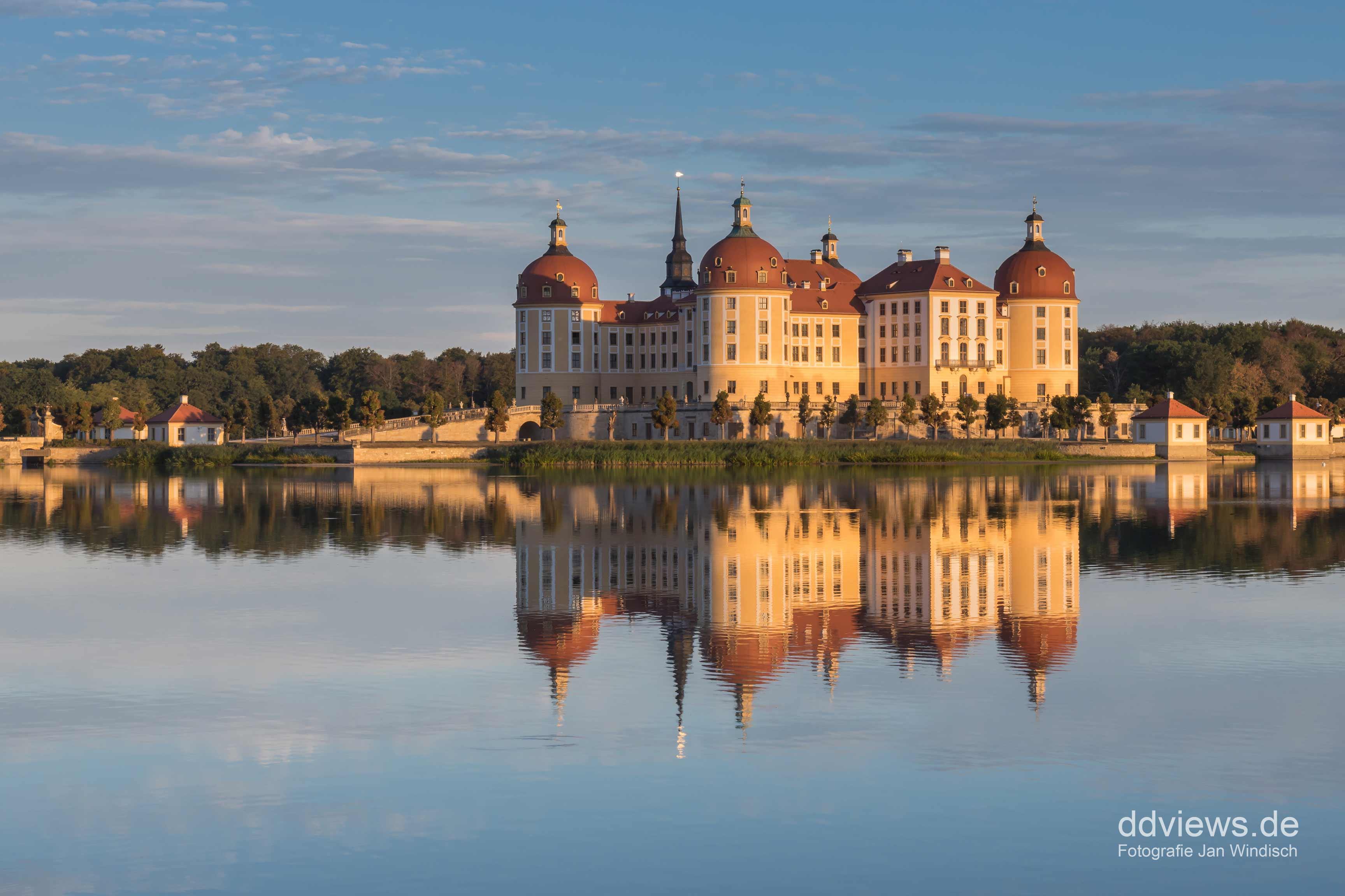 Moritzburg zum Sonnenaufgang im Sommer
