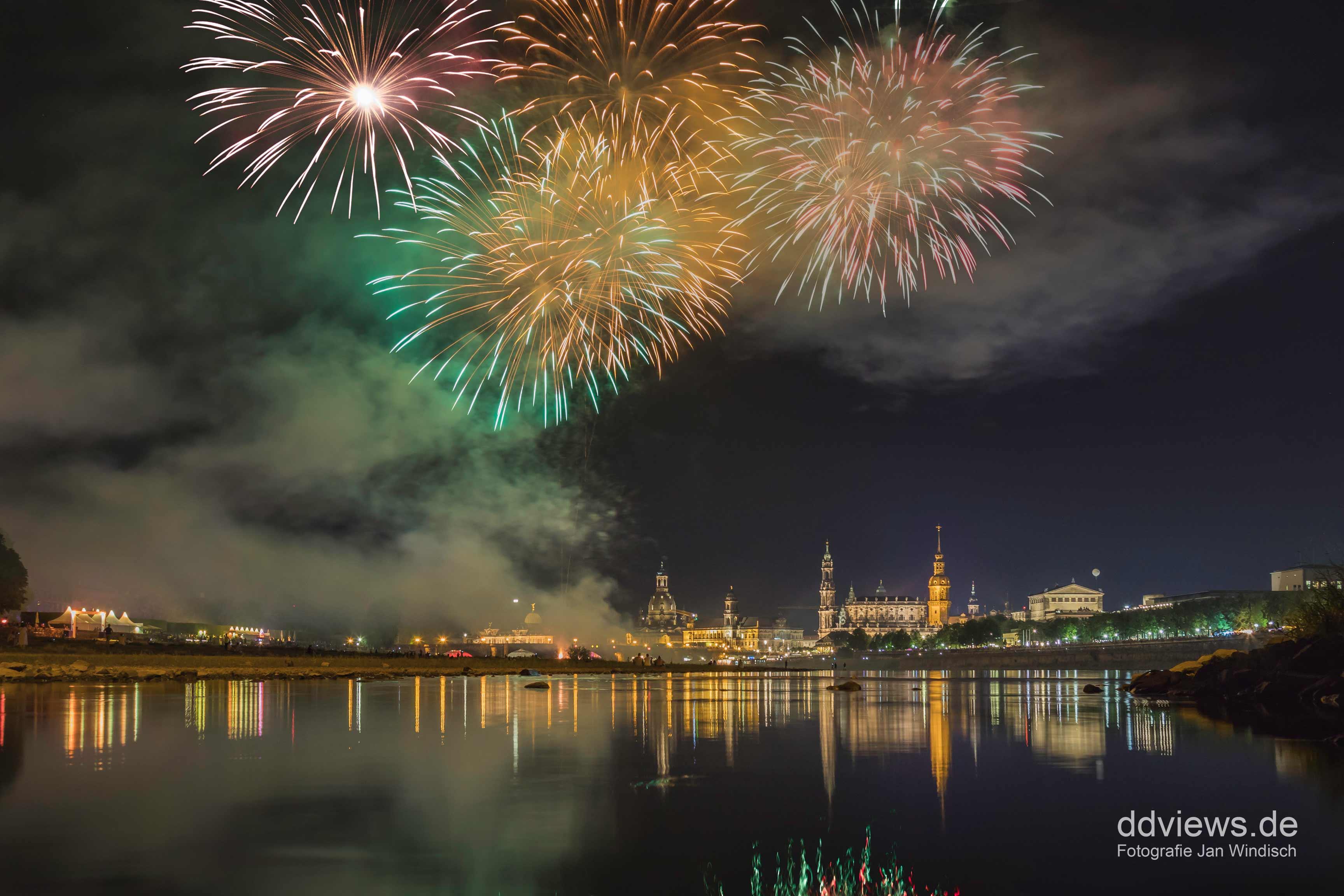 Feuerwerk zum Stadtfest in Dresden